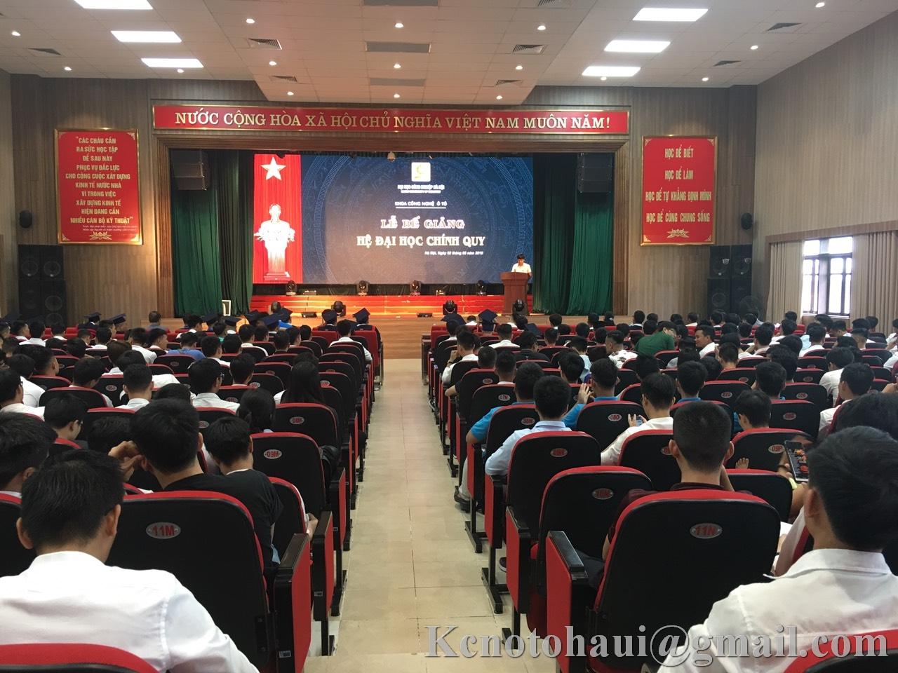 Tưng bừng hơn 300 sinh viên Khoa công nghệ ô tô trong ngày lễ bế giảng năm học