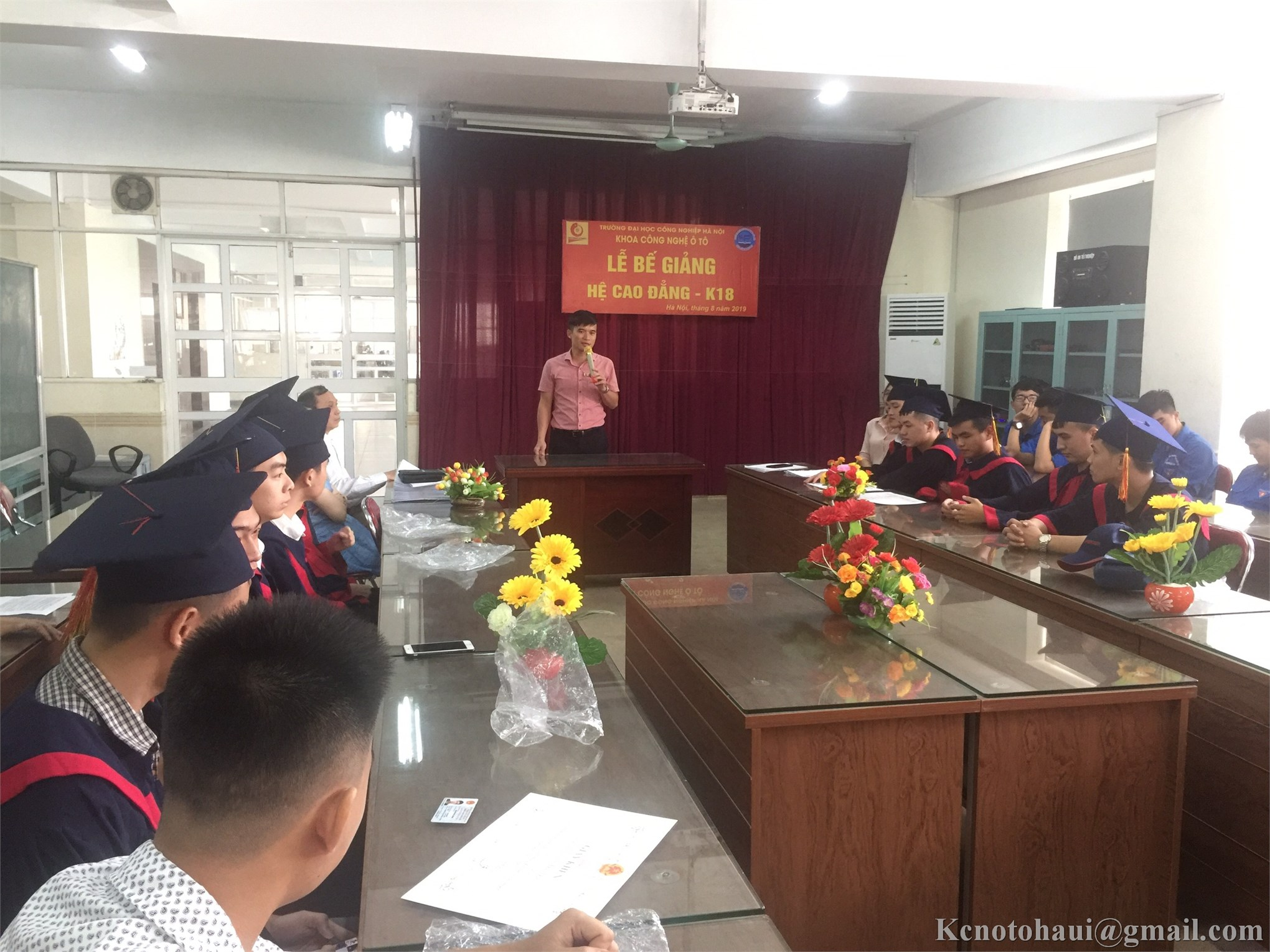 Khoa Công nghệ ôt ô tổ chức bế giảng và trao bằng tốt nghiệp cho sinh viên CĐ K18