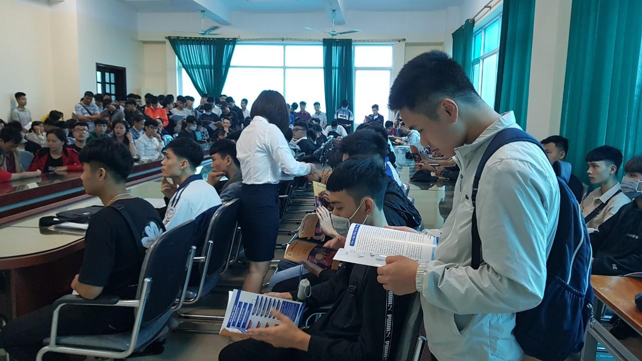 Tưng bừng ngày nhập học đầu tiên của Tân sinh viên ĐHK15 Khoa Công nghệ ô tô