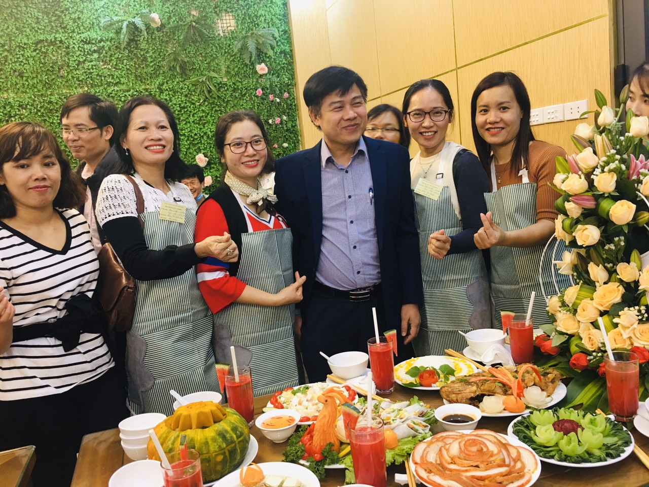 Đội tuyển liên quân Khoa công nghệ ô tô – Cơ khí đạt giải khuyến khích tại Hội thi nấu ăn và cắm hoa chào mừng Ngày thành lập Hội Liên hiệp Phụ nữ Việt Nam 20/10