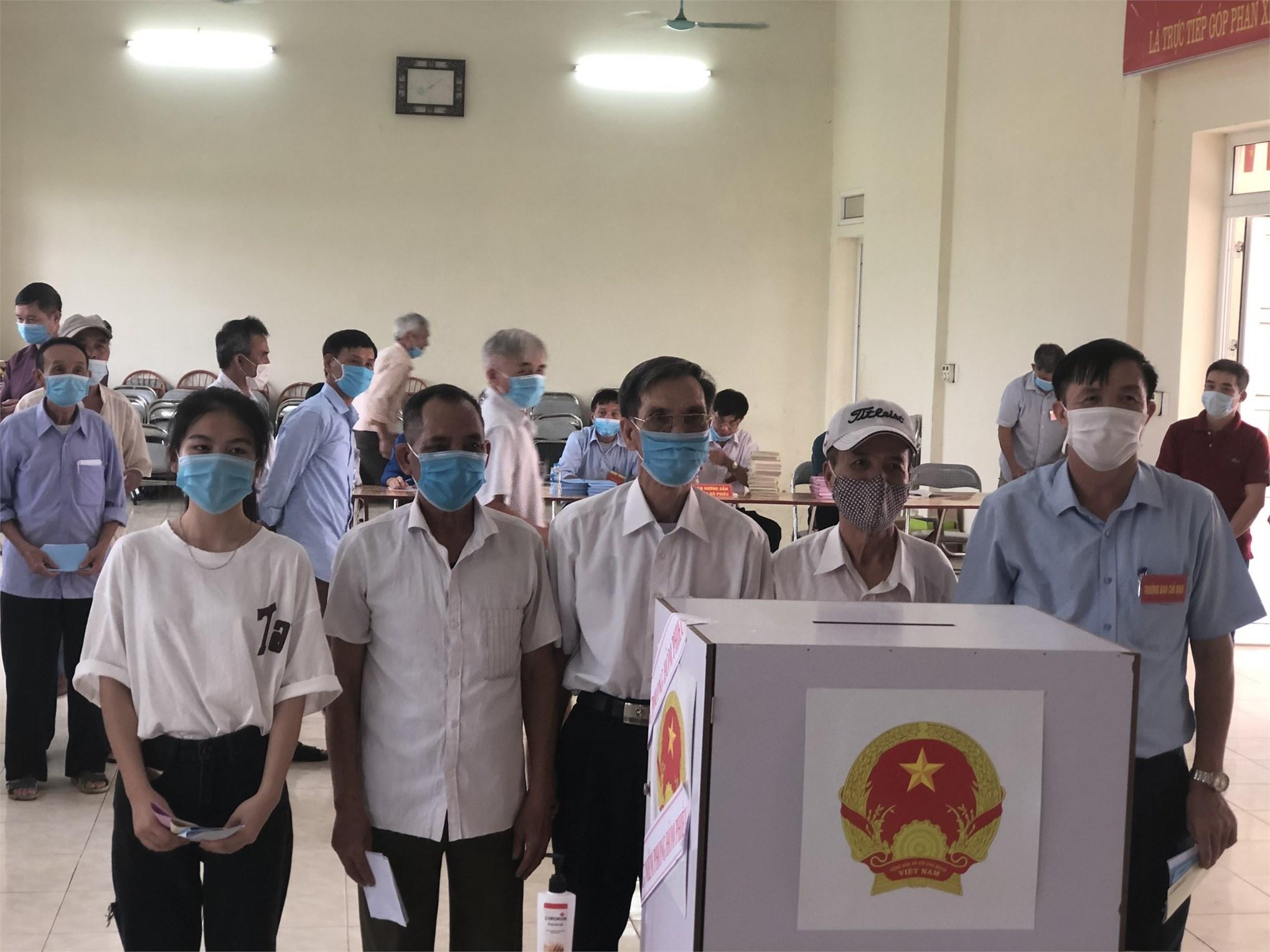 Cán bộ giáo viên và học sinh sinh viên Khoa công nghệ ô tô nô nức trong ngày bầu cử
